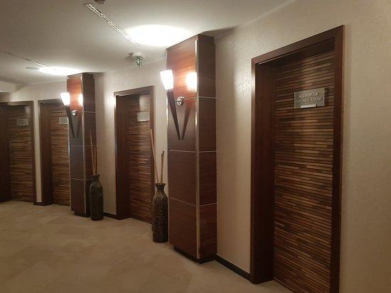 Hotel Pinia: Der Flur zu den Zimmern