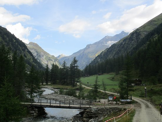 Kals am Grossglockner, Austria: easy nature walk to Bergeralm and Kalser Tauernhaus