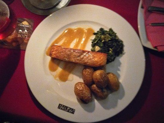 Restaurant Peklo : Вот так был подан лососик...