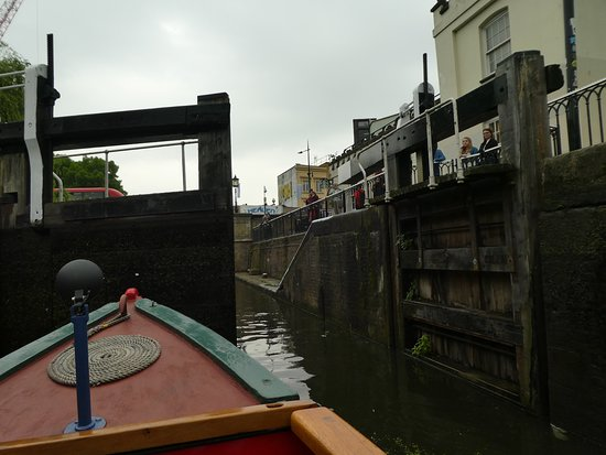 Walker's Quay Canal Cruises: Coming out of the Camden Lock