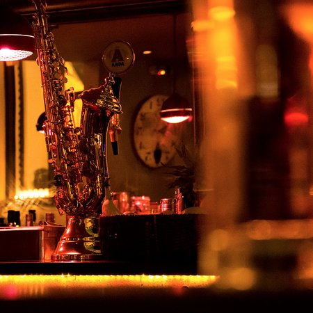 Medez Cafe & Bar: Get your Alfa draft beer out of a SAX