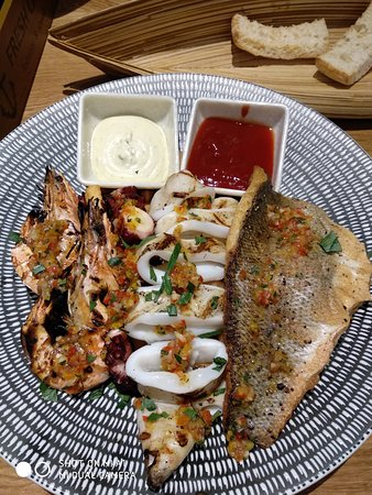 Fresh Catch: Mixed seafood
