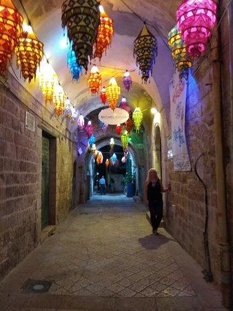 Fauzi Azar by Abraham Hostels: רמאדן בסמטאות