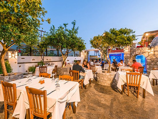 Hellas Restaurant: Old tradition, modern techniques and impeccable raw materials for a unique gastronomic adventure