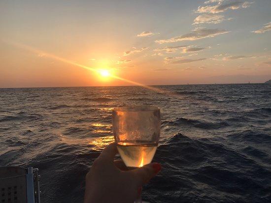 半私密标准| 圣托里尼双体船巡游,提供希腊自助餐和饮料照片