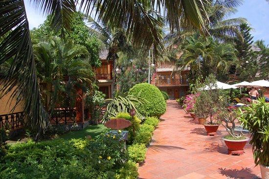 Little Mui Ne Cottages: Сад в отеле