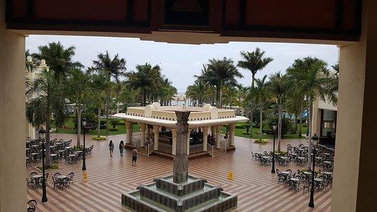 Hotel Riu Vallarta: the hotel courtyard