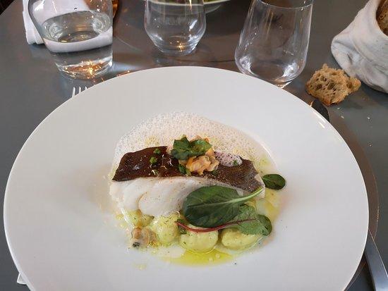 L'Artichaut: Ce poisson était divin. Cuisson parfaite. Le lit de gnochis fait que vous mangez à votre faim.