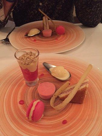 Little Bedwyn, UK: Delicious Rhubarb Dessert...