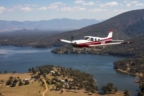 Sky Dance: The Piper Saratoga soars through the Scenic Rim with the Channel 7 Film Crew - Queensland Weeken
