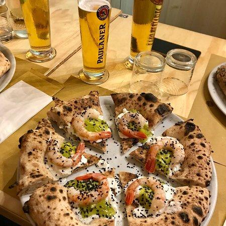 """Pizzeria Vicé: """"Pizza del Mese"""" - Stracciatella Guacamole Semi di Papavero e Gambero Marinato - OTTIMA PIZZA, G"""