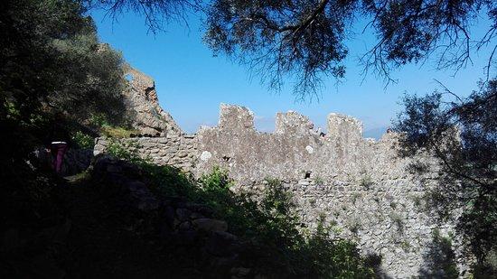 Siliqua, Italien: I resti del borgo a metà ascesa