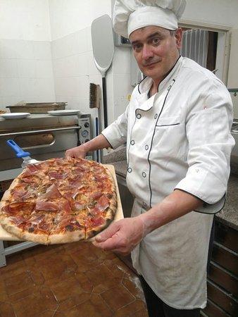 Zio Stefano Cucina Casalinga e Pizza: Pizza mezzo metro