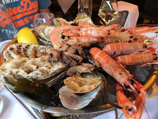 Le Cafe de Saint Malo: Prawn & Oyster platter