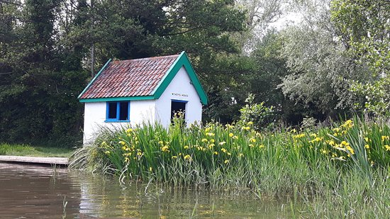 Thorpeness, UK: Wendy's House on the Meare