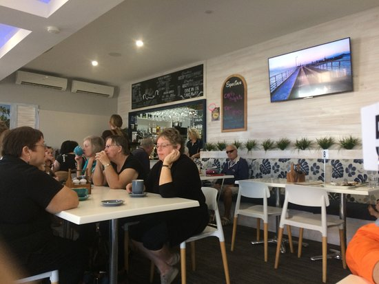 Sails Coffee Lounge: busy busy busy !