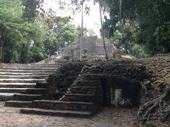 Lamanai Belize Tours: temple des masques