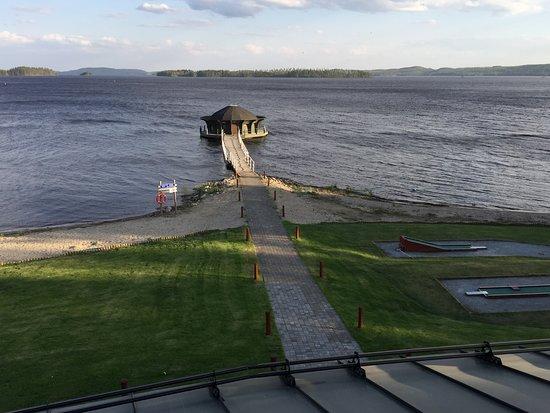 Nurmes, Finland: Näkymä aurinkoterassilta Pieliselle