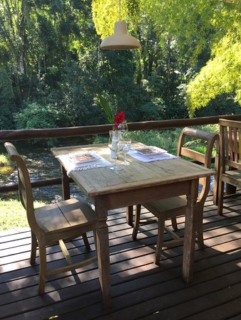 Voila Bistrot: Mesa na varanda
