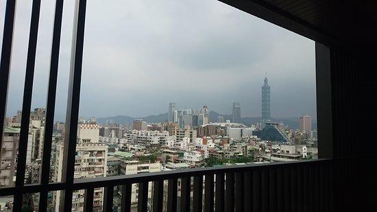 Artree Hotel: 飯店單人房間窗外景觀