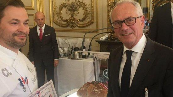 Boulangerie Patisserie Guenard: Au Sénat Mer Guénard ;récompensé pour son pain des Poilus par le Souvenir Français