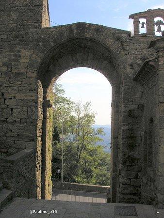 Fonte e porta san Felice : porta superiore