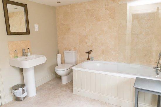 White Hart Inn: Bedroom 2 Bathroom