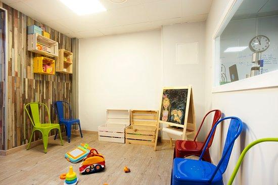Taberna El Callejon: Zona infantil con juguetes y pinturas