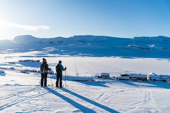 Hotel Finse 1222: On the way to Klembu skiing (Foto: Bård Basberg)