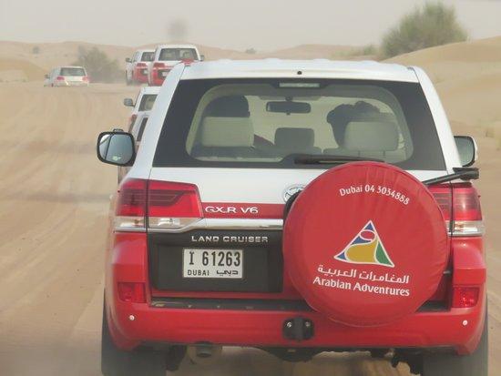 Dubaï, Émirats arabes unis: Setting off dune bashing