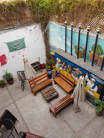 Chile Lindo Hostel: PATIO