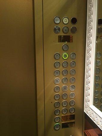 Ramada Wyndham Hong Kong Grand View: 華大海景酒店(北角麗東軒酒店)電梯一隅