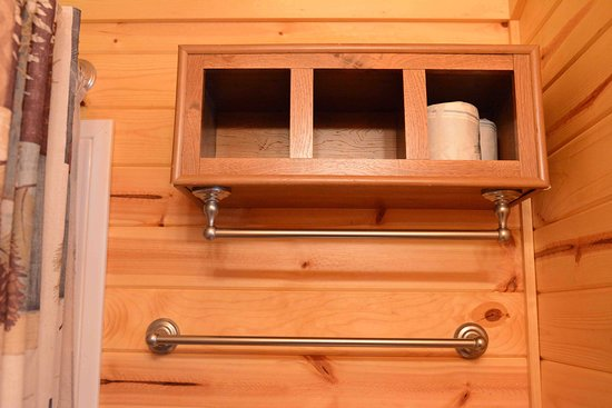 Mount Gilead, Ohio: Cindy Bear Cabin #3: space to hang four towels