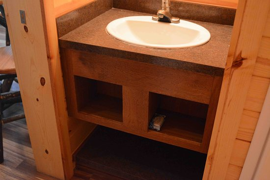Mount Gilead, OH: Cindy Bear Cabin #3: small storage areas under the sink