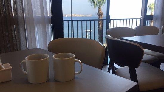 Dolmen Hotel Malta: Breakfast with a view