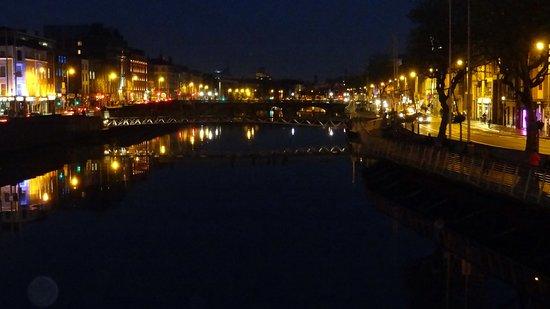 Ha'penny Bridge: Il ponte di sera