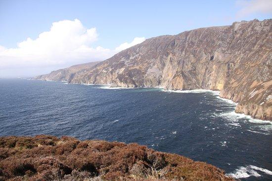 Carrick, Ireland: Further along cliffs