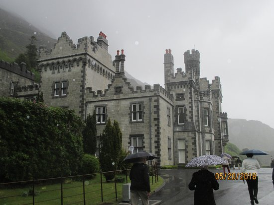 Kylemore Abbey & Victorian Walled Garden: walking up to the Kylemore Abby on a wet day.