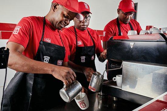 vida e caffè: Service with a smile