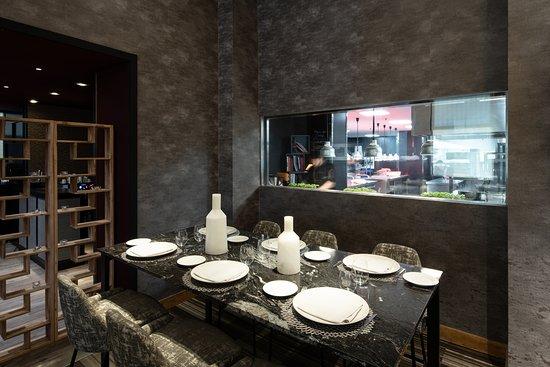 Mesa del chef con vistas a la cocina de Filigrana - Picture of ...