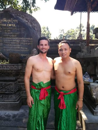 Bali Easy Tours: Holy Water Temple in Tampak Siring Ubud
