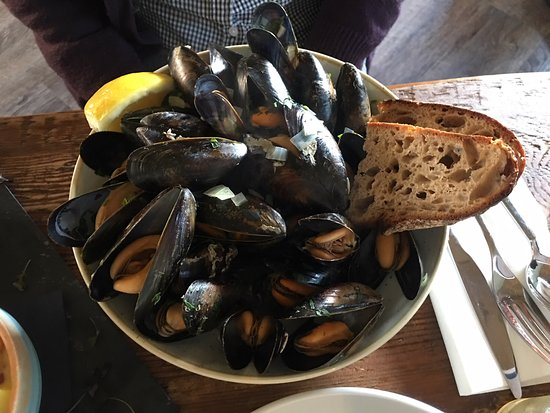 Loveday's: Fresh huge mussels