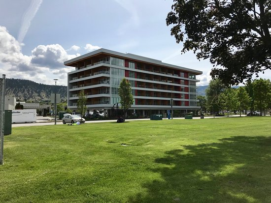 Penticton Lakeside Resort & Conference Centre: West Wing building seen from the east