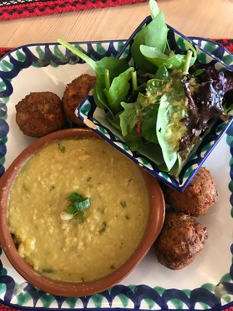 El Piano: Dhal, falafels, mixed leaves with ginger/orange dressing