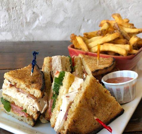 Sackville, Canadá: Club House and Fries