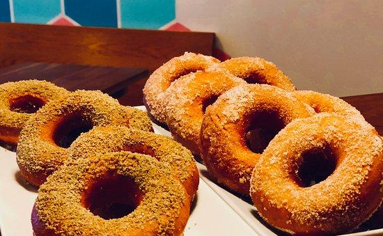 Sackville, Canadá: Fresh Doughnuts.