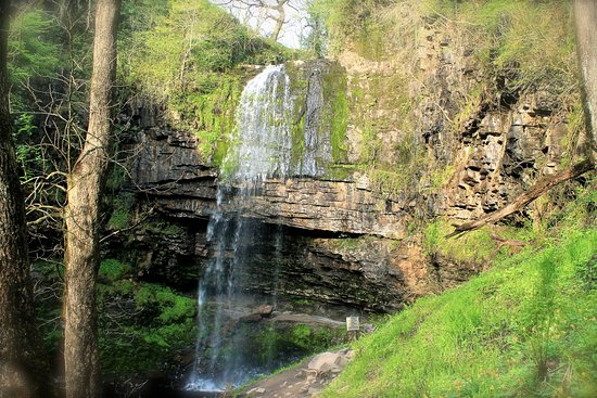 Henrhyd Waterfall: Waterfall