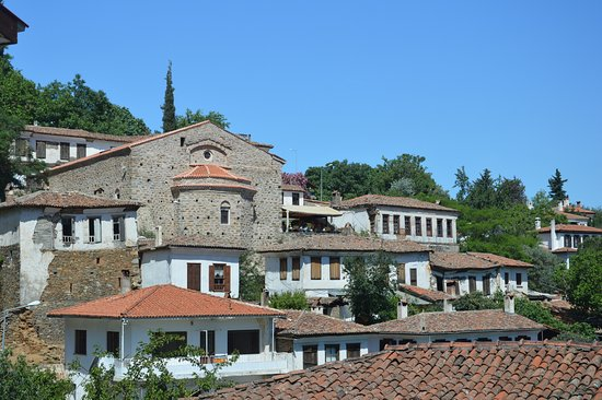 Sirince, Turquía: Pohled na kostel z ulice pod ním