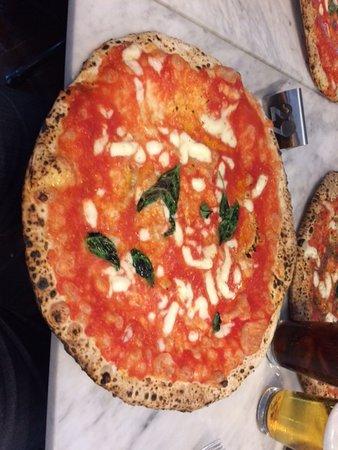 L'Antica Pizzeria da Michele: pizza margherita