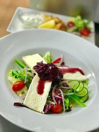The Black Bull Restaurant & Bar: Salad